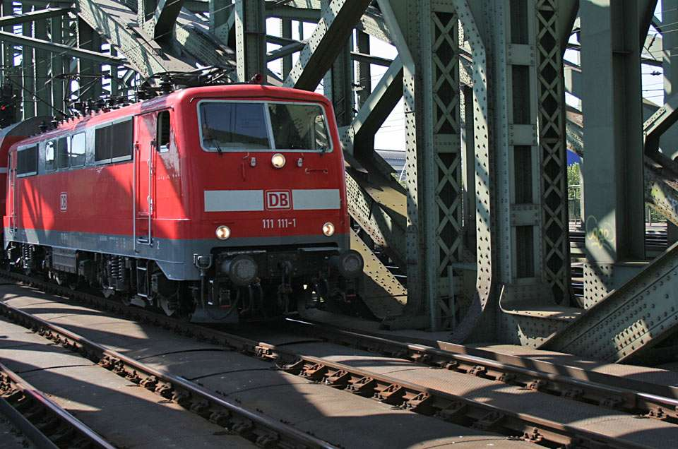 Lokomotywa - Na moście kolejowym w Kolonii w Niemczech (16×12)