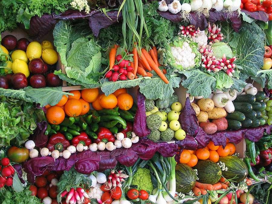 Stragan z warzywami i owocami - Kompozycja z warzyw i owoców - samo zdrowie pełne kolorów (20×15)