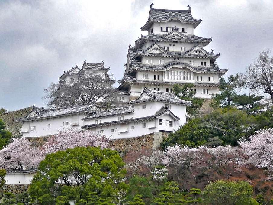 Zamek Himeji - Jedna z najstarszych istniejących do dziś budowli średniowiecznej Japonii, znana również jako Zamek Białej Czapli (8×6)