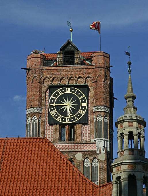 Wieża ratuszowa w Toruniu - Wieża toruńskiego ratusza została wybudowana w 1274 roku. Po wielu przebudowach uzyskała obecny kształt i wysokość, która wynosi teraz 40 metrów (5×7)