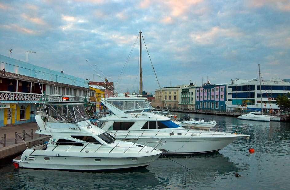 Jachty przy przystani w Bridgetown