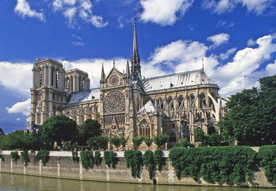Katedra Notre-Dame w Paryżu (Francja) - Notre-Dame de Paris, jedna z najbardziej znanych katedr na świecie. Wzniesiona została w stylu gotyckim, na wyspie Cite na Sekwanie. Jej budowa trwała prawie 200 lat i została ukończona około 13 (13×9)