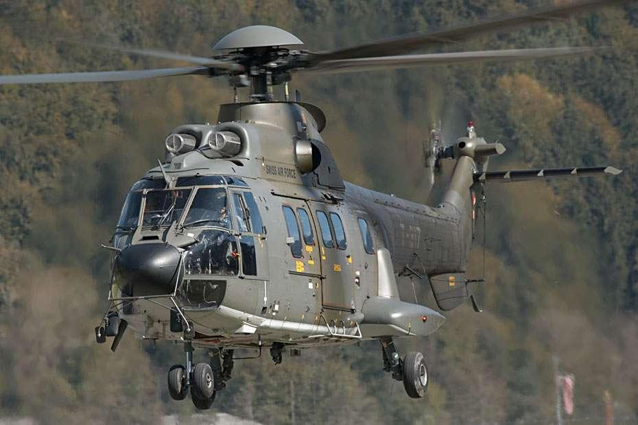 Super Puma / Coguar AS332 - Śmigłowiec Eurocopter Super Puma (początkowo zaprojektowany przez Aerospatiale) przeznaczony jest do użytku cywilnego i wojskowego. Używany jest przez siły zbrojne 37 krajów i ponad tysiąc prz (15×10)