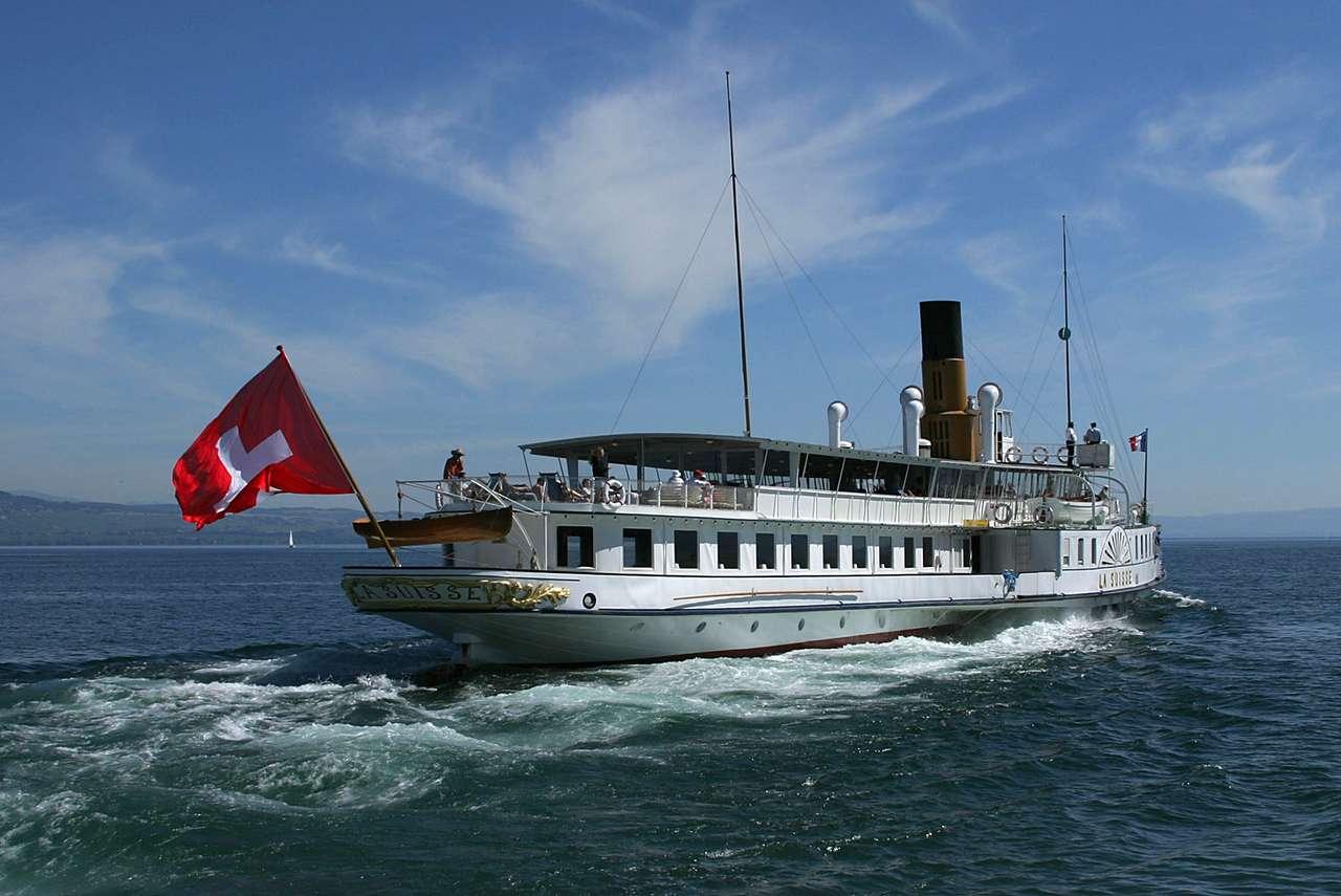 Statek La Suisse - Flagowy statek białej floty Jeziora Genewskiego - największego jeziora w Alpach (13×9)