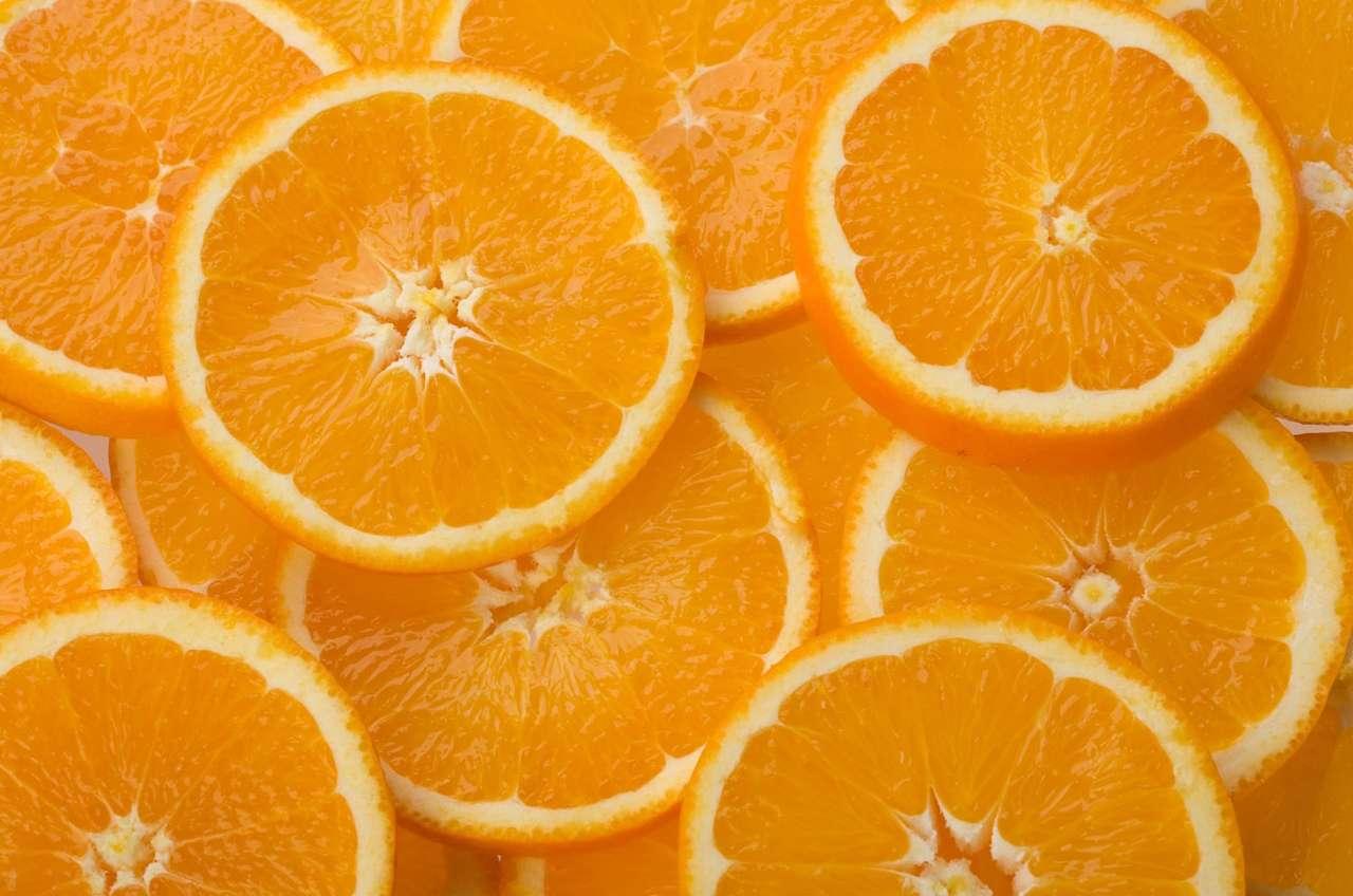 Pomarańcze - Pomarańcze to owoce cytrusowe o włóknistym miąższu i pomarańczowej skórce. Owoce zawierają bardzo dużo witamin, w tym najwięcej witaminy C. Pochodzą ze wschodniej Azji. Trzecia część zbi (10×7)