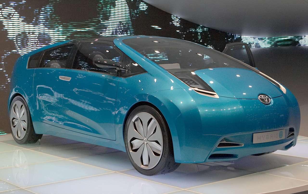 Samochód studyjny Toyota Hybrid X - Toyota Hybrid X to samochód studyjny (concept car) zaprezentowany podczas genewskiego Autosalonu w 2007 roku. Ten model prawdopodobnie wyznaczy dalszy rozwój Toyoty Prius, która jest pierwszym sery (10×6)