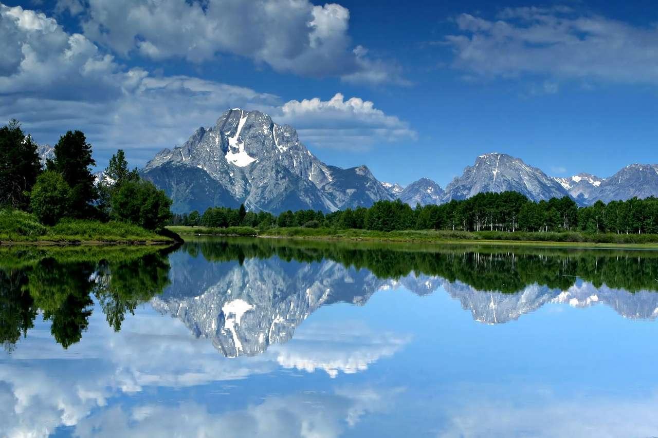 Mount Moran (USA) - Mount Moran jest górą w Parku Nadodowym Grand Teton National Park w północno-zachodniej części stanu Wyoming w Stanach Zjednoczonych. Wznosi się 1830 metrów ponad jeziorem Jacksona. Jej wysoko (12×8)