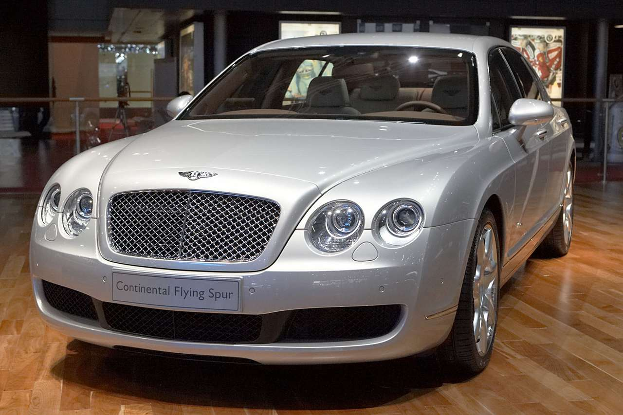 Bentley Continental Flying Spur -  (10×10)