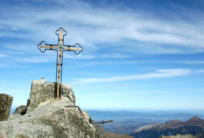 Gerlach - najwyższy szczyt Tatr (Słowacja) - Gerlach to najwyższy szczyt Tatr i jednocześnie całego łańcucha Karpat. Tytuł ten zawdzięcza wysokości 2655 m n.p.m. Położony jest na Słowacji, w bocznej grani Tatr. Nazwa szczytu związana (9×6)