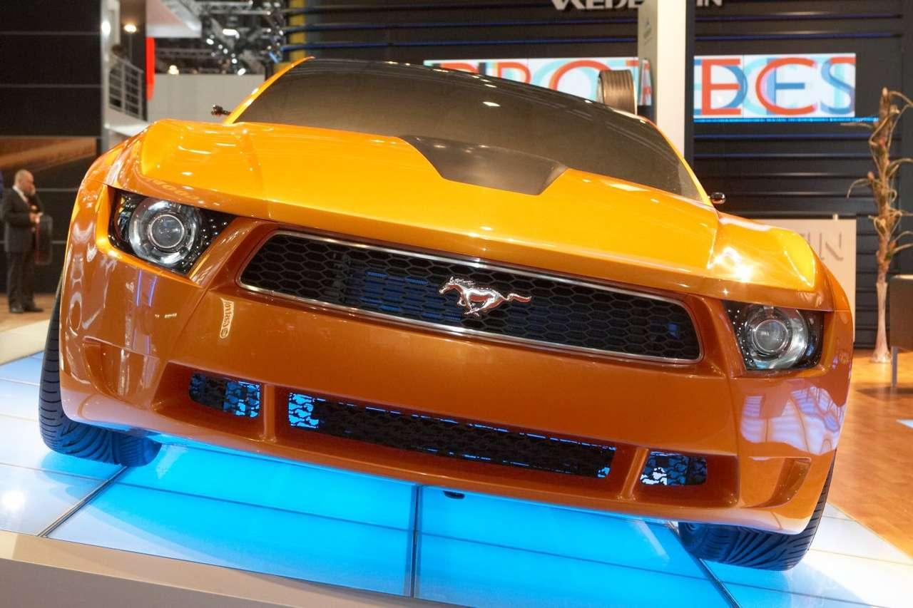 Ford Mustang według Giugiaro - Ford Mustang Italdesign to samochód studyjny zaprojektowany przez Włocha - Fabrizia Giugiaro z firmy Italdesign-Giorgietto. Zaprezentowany został w 2006 roku w Los Angeles. Silnik zamontowany w tej (11×8)
