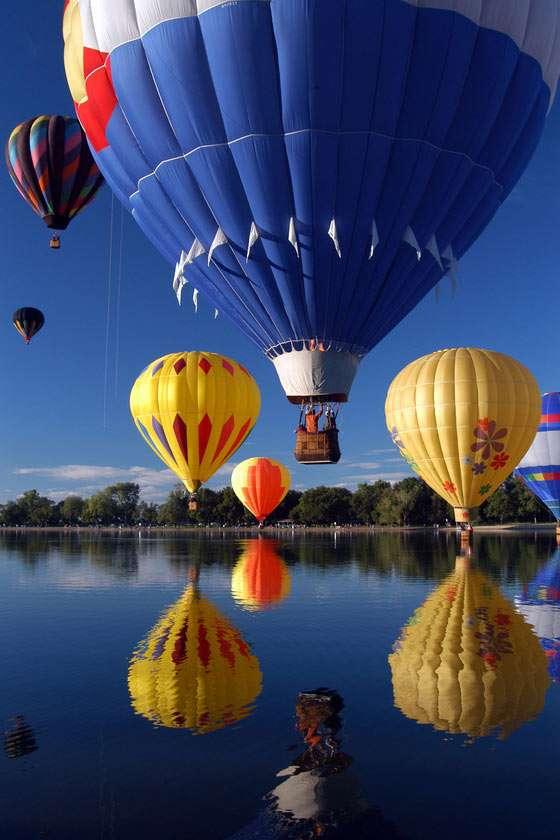 Balony - Balony to najprostsze statki powietrzne. Należą do grupy aerostatów - statków lżejszych od powietrza. Nie posiadają napędu silnikowego. Pierwszy załogowy lot balonem na ogrzane powietrze miał (7×15)