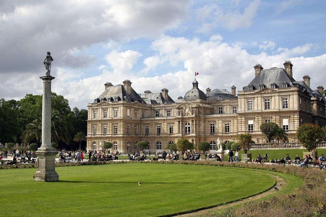 Pałac Luksemburski w Paryżu (Francja) - Pałac Luksemburski (Palais du Luxembourg), położony w największym publicznym parku w Paryżu, jest miejscem obrad francuskiego senatu. Pałac został wybudowany dla Marii Medycejskiej, matki król (13×9)