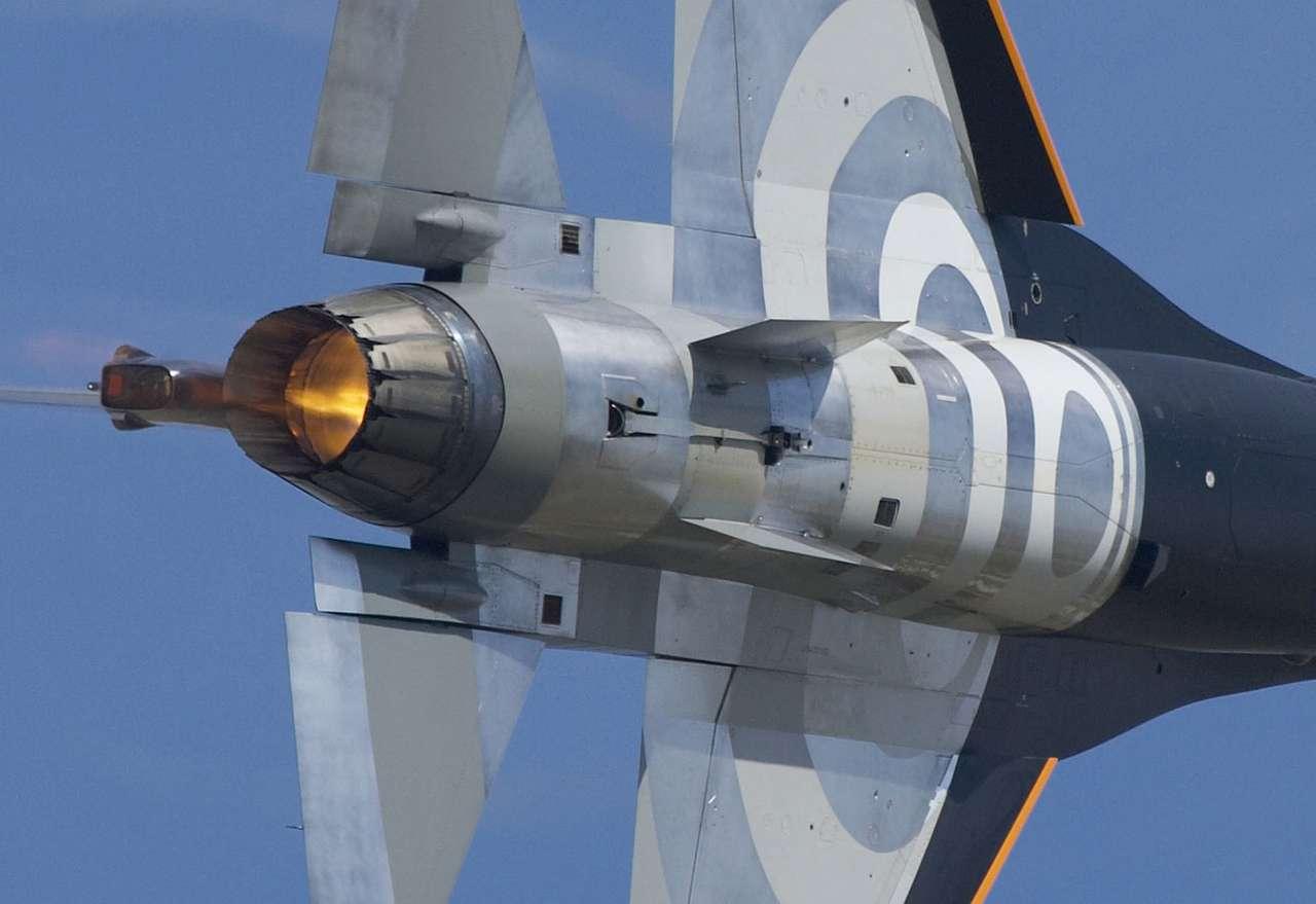 F-16 Fighting Falcon - F-16C to wielozadaniowy samolot myśliwski wytwórni General Dynamics, będącej częścią koncernu Lockheed Martin. Produkowany jest od lat siedemdziesiątych, od pewnego czasu wyłącznie na ekspor (4×10)