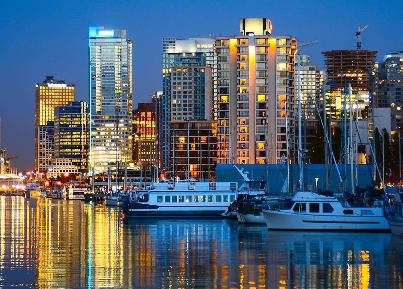 Przystań w Vancouver (Kanada) - Vancouver to trzecie co do wielkości miasto w Kanadzie. Położone jest w zachodniej części kraju, przy ujściu rzeki Fraser do Pacyfiku. Vancouver otrzymało prawa miejskie w 1886 (8×6)