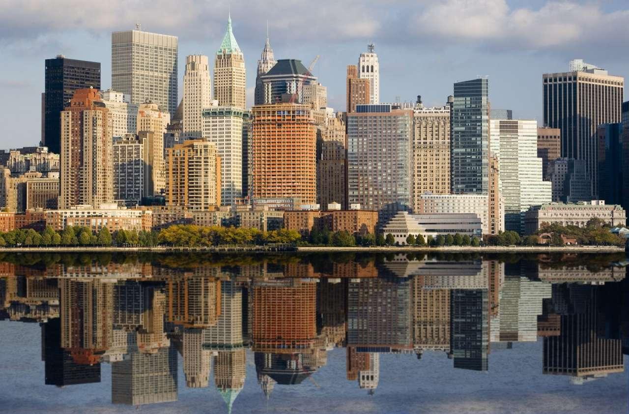 Dolny Manhattan (USA) - Dolny Manhattan (Lower Manhattan) to południowa część głównej wyspy Nowego Jorku. Jest to centrum finansowe Stanów Zjednoczonych. Znajduje się tam m.in. Wall Street, przy której siedzibę ma (18×12)
