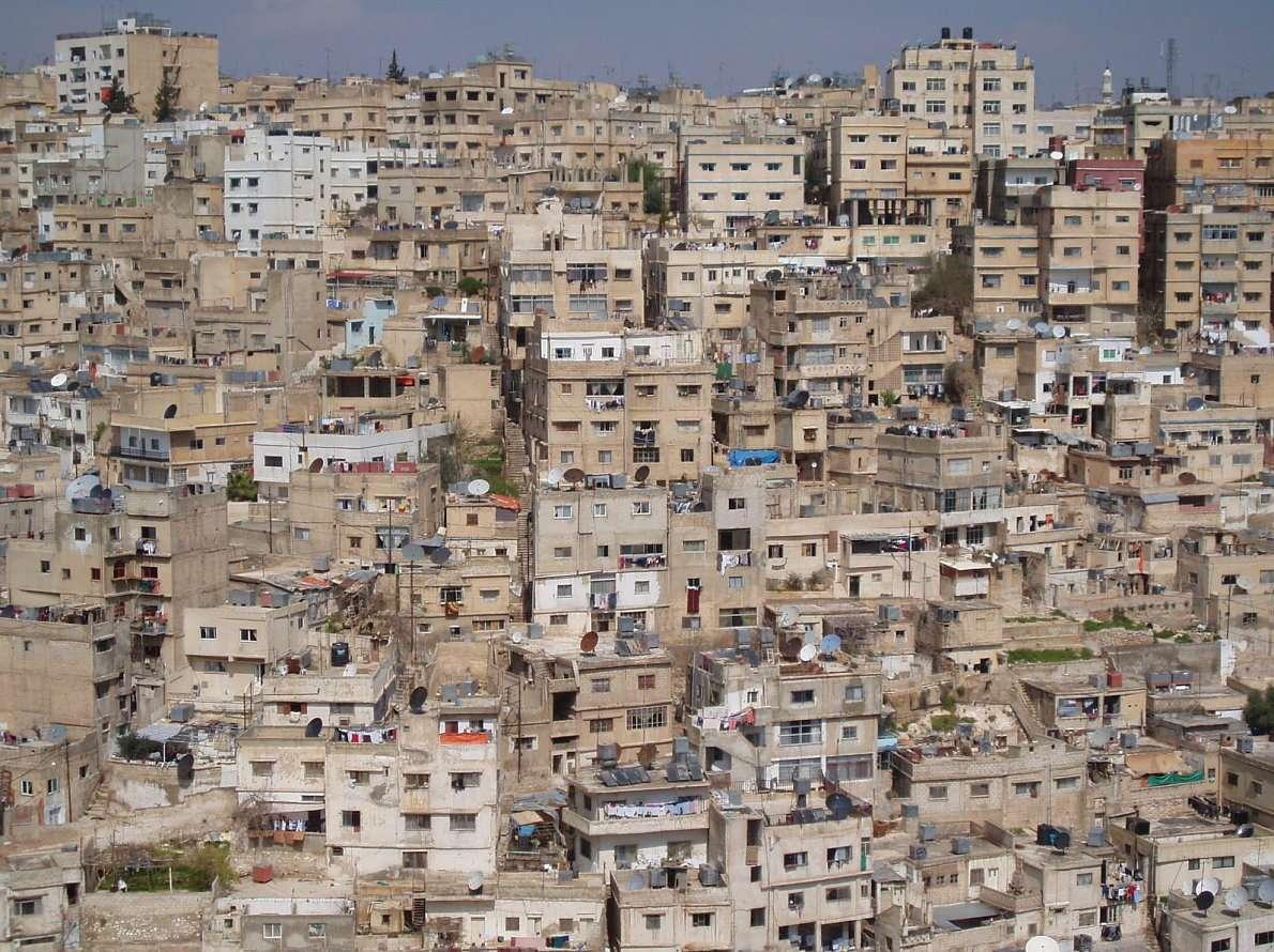 Amman (Jordania) - Jedna z dzielnic mieszkalnych stolicy Jordanii. Amman zamieszkiwany przez ponad dziesięć tysięcy lat przez różne cywilizacje, nosił w swojej historii różne nazwy. Wymieniany jest już w Starym (14×10)
