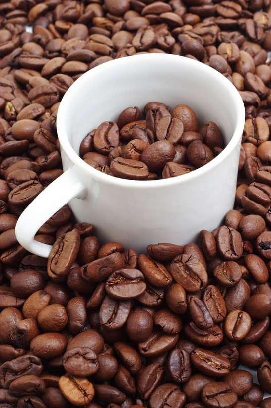 Kawa - Owoce kawowca wykorzystywano w Etiopii od bardzo dawna, jednak do Polski kawa dotarła dopiero pod koniec XVII wieku z Turcji. Miłośnikiem, początkowo krytykowanego, napoju z palonych ziaren kawowc (7×10)