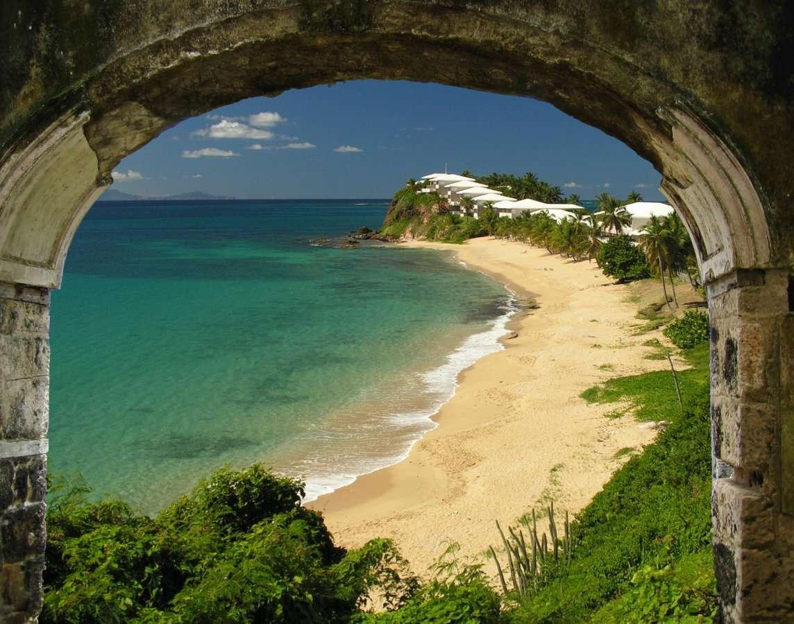 Brama raju - Plaża jednej z karaibskich wysp. Karaiby leżą między Ameryką Północną a Południową (13×10)