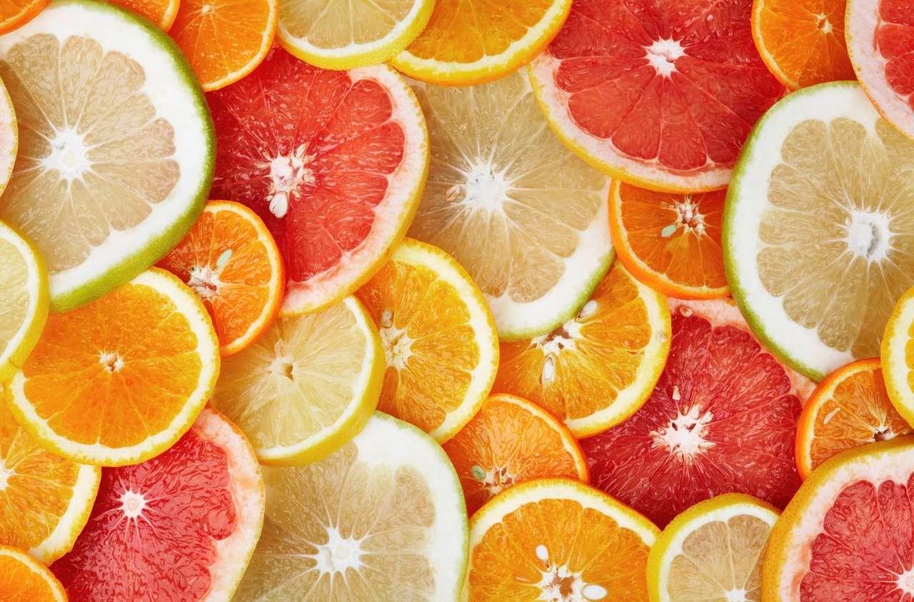 Owoce cytrusowe - Cytrusy zawierają bardzo dużo witamin, szczególnie witaminy C. Wywodzą się z Azji południowo-wschodniej. Wyróżniamy kilkadziesiąt gatunków owoców cytrusowych. Wykorzystywane są w lecznictw (19×13)
