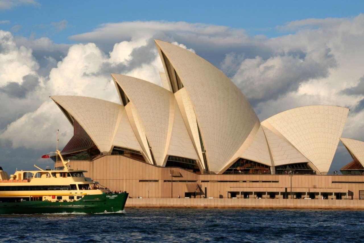 Opera w Sydney (Australia) - Opera położona jest na przylądku Bennelong Point w Sydney w Australii. Jej budowę rozpoczęto w 1959 roku, a uroczyste otwarcie miało miejsce 20 października 1973 roku. W 2007 roku opera w Sydne (13×9)