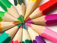 Kolorowe kredki puzzle online