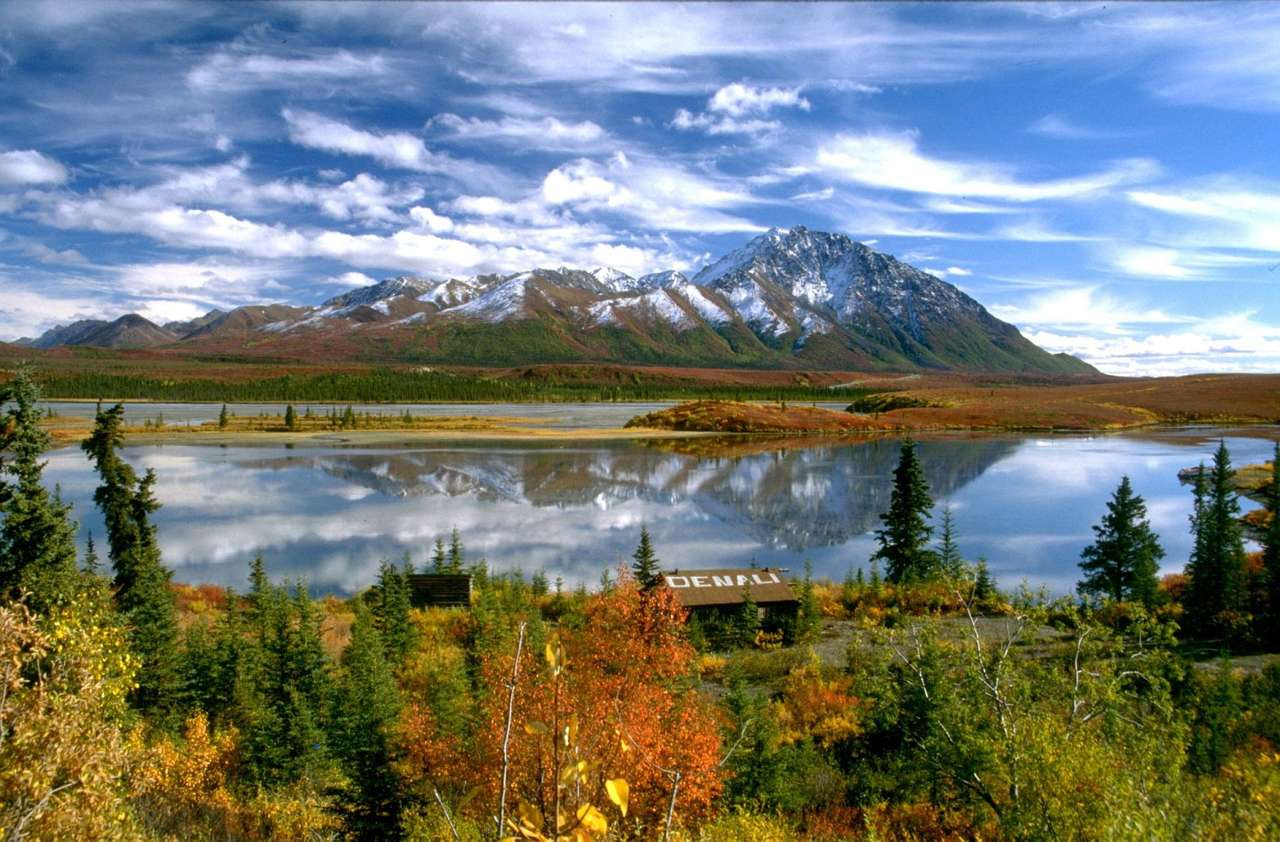 Lądowisko dla hydroplanów na Alasce (USA) - Lądowisko dla hydroplanów położone w pobliżu małej miejscowości Denali, w Parku Narodowym Denali na Alasce (USA). Denali to indiańska nazwa szczytu Mount McKinley, będącego, dzięki wysokoś (15×6)