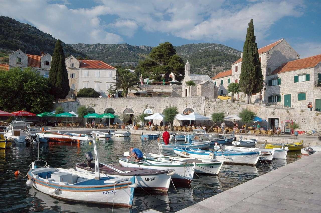 Przystań na wyspie Brač (Chorwacja)