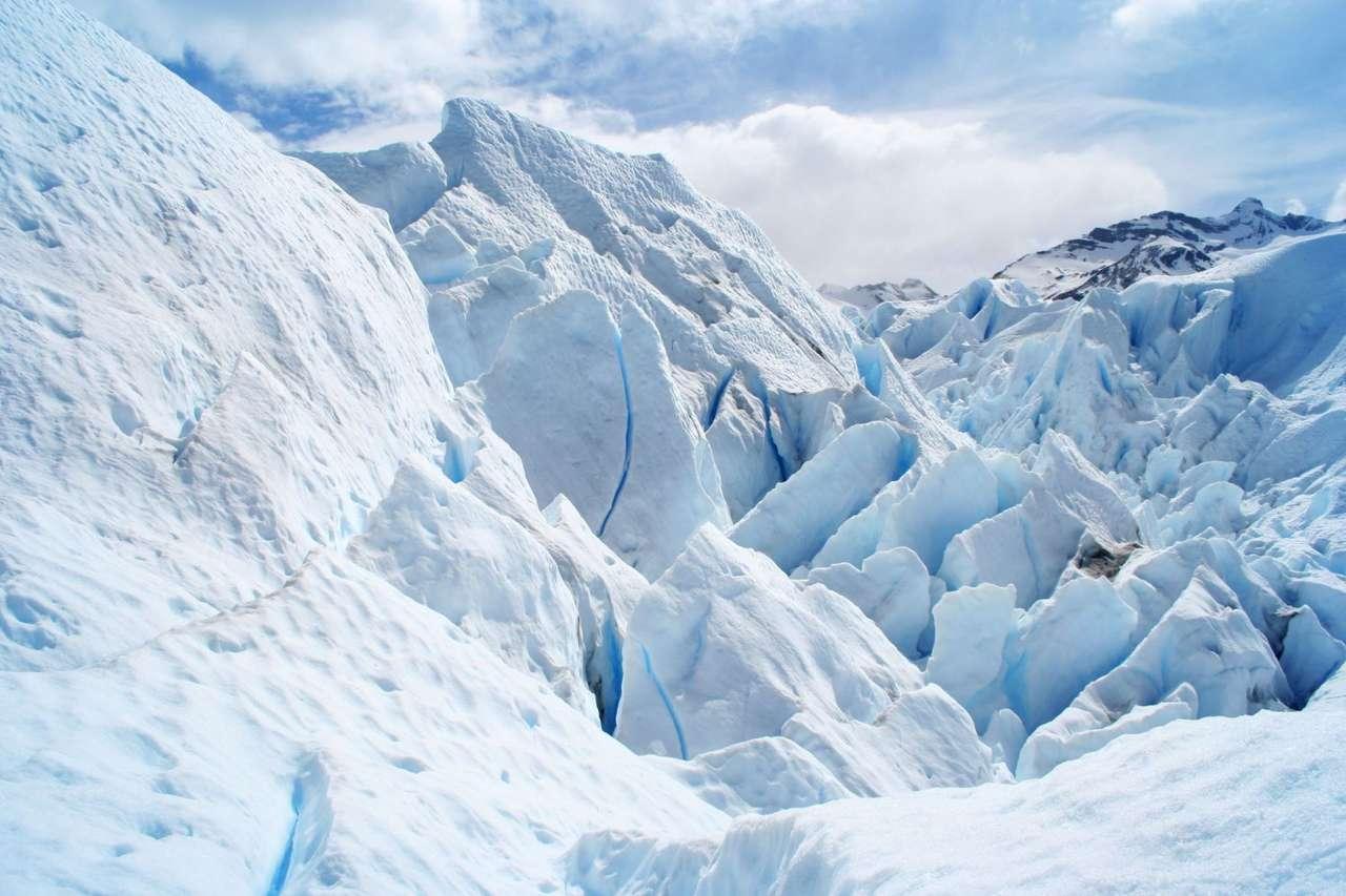 Patagonia (Argentyna) - Patagonia to kraina o powierzchni prawie miliona kilometrów kwadratowych. Znajduje się ona w południowej części Ameryki Południowej, położona na terenie Argentyny i częściowo Chile. Nazwa Pa (9×6)