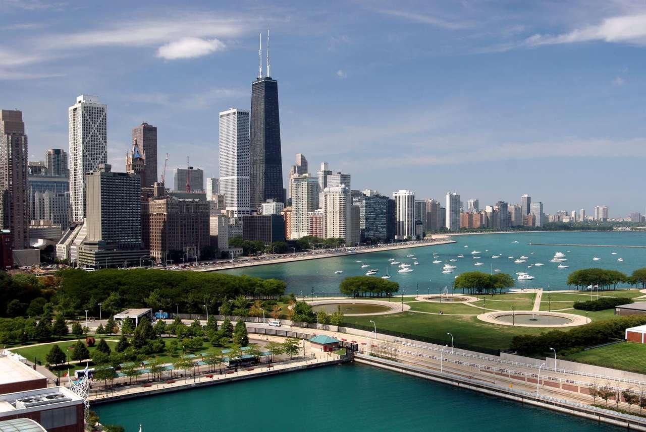 Widok na centrum Chicago (USA) - Chicago położone jest na wschodzie USA, w Stanie Ilinois, nad jeziorem Michigan. Jest to trzecie co do wielkości miasto w Stanach Zjednoczonych. Chicago jest też największym skupiskiem Polonii na (9×4)