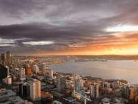 Seattle o zachodzie słońca (USA)