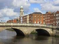 Most na rzece Liffey w Dublinie (Irlandia)