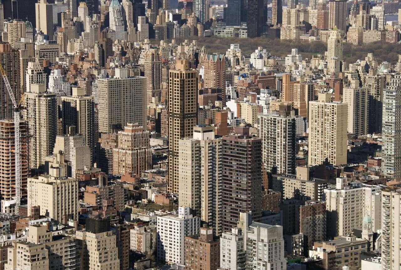 Budynki w Nowym Jorku (USA) - Nowy Jork (New York City) to największe, pod względem liczby zamieszkujących je ludzi, miasto w Stanach Zjednoczonych. Położone jest u ujścia rzek Hudson i East River, na wschodnim wybrzeżu USA (14×9)