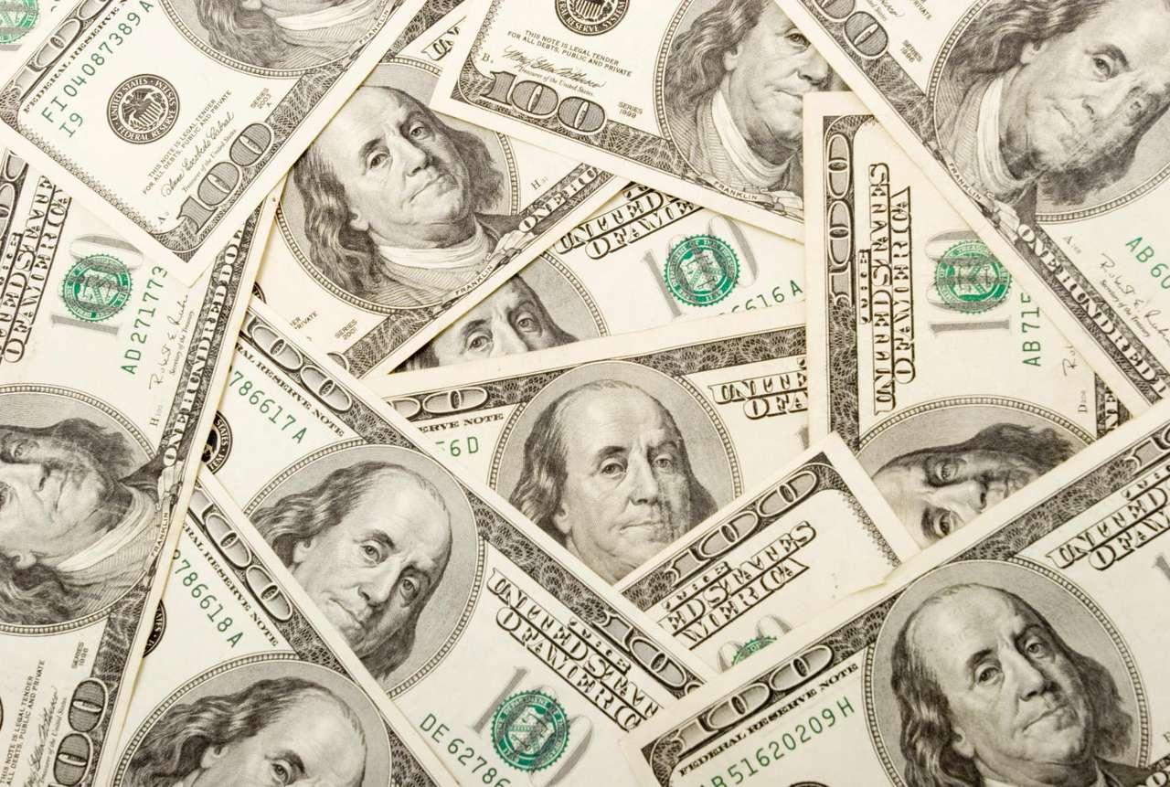 Studolarówki - Papierowe banknowy o nominale stu dolarów amerykańskich, z wizerunkiem Benjamina Franklina. Sto dolarów to najwyższy nominał obiegowego banknotu amerykańskiego. W potocznej mowie banknoty o nomi (16×11)