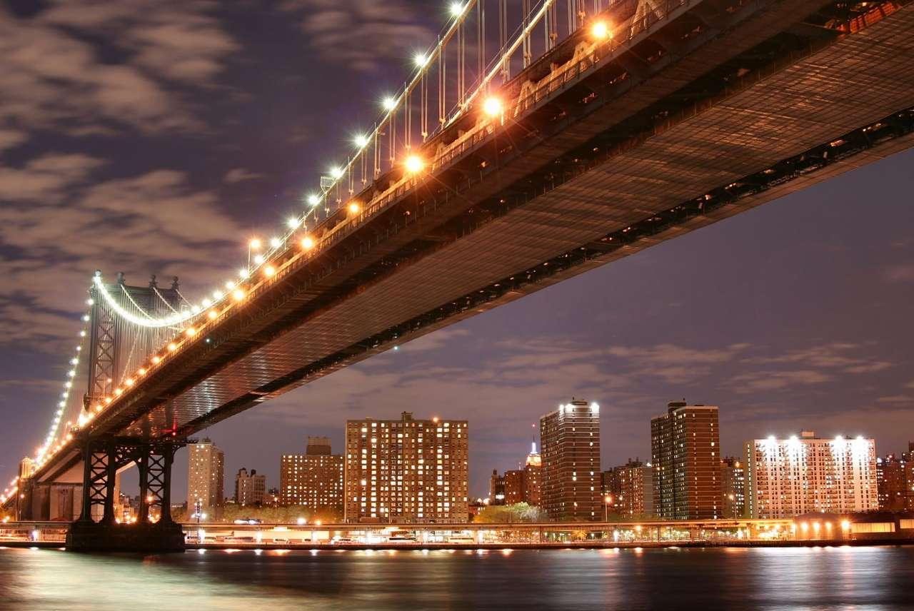 Manhattan Bridge nocą (USA)