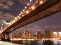 Manhattan Bridge nocą (USA) puzzle online