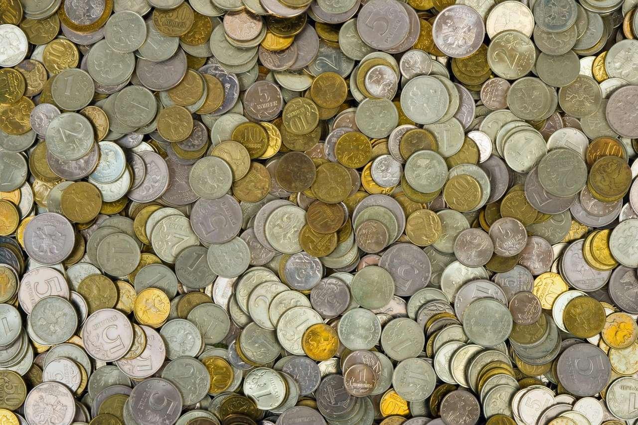 Ruble i kopiejki - Rubel jako jednostka monetarna pojawił się w XIII wieku w postaci srebrnych sztabek. Jako moneta, rubel pojawił się na początku XVIII wieku po reformie Piotra Wielkiego (19×13)