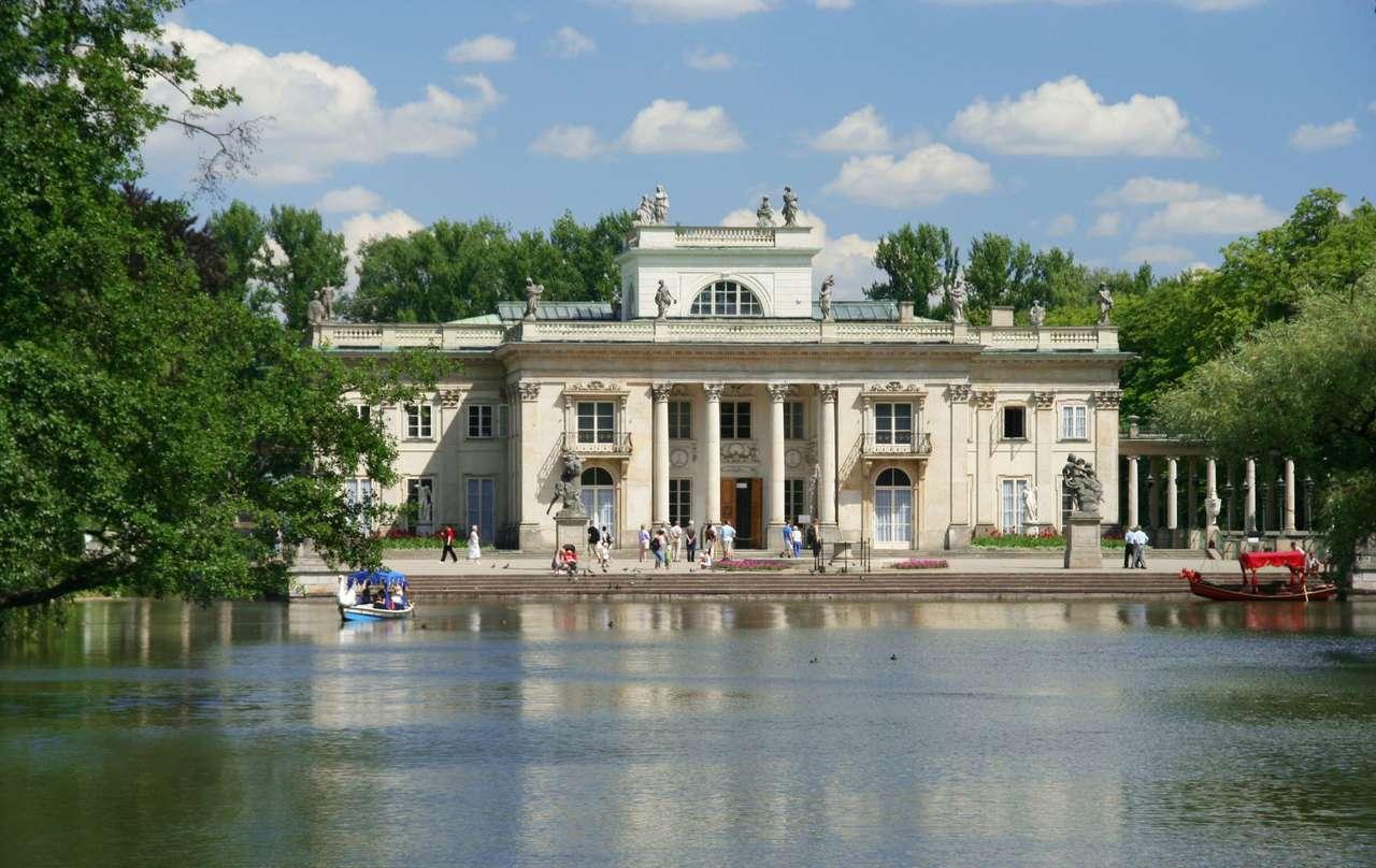 Pałac na Wodzie (Warszawa) - Pałac Łazienkowski, znany również jako Pałac na Wodzie powstał pod koniec XVIII wieku dla króla Stanisława Augusta Poniatowskiego. Pałac był letnią rezydencją króla i miejscem słynnych o (18×5)