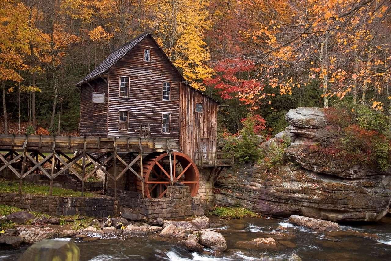 Glade Creek Grist Mill (USA) - Glade Creek Grist Mill to popularna atrakcja turystyczna Babcock State Park - parku stanowego w Wirginii Zachodniej (USA). Jest on repliką Młynu Coopera i powstał w 1976 roku z części trzech zaby (20×13)