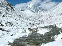 Górska rzeka w Himalajach