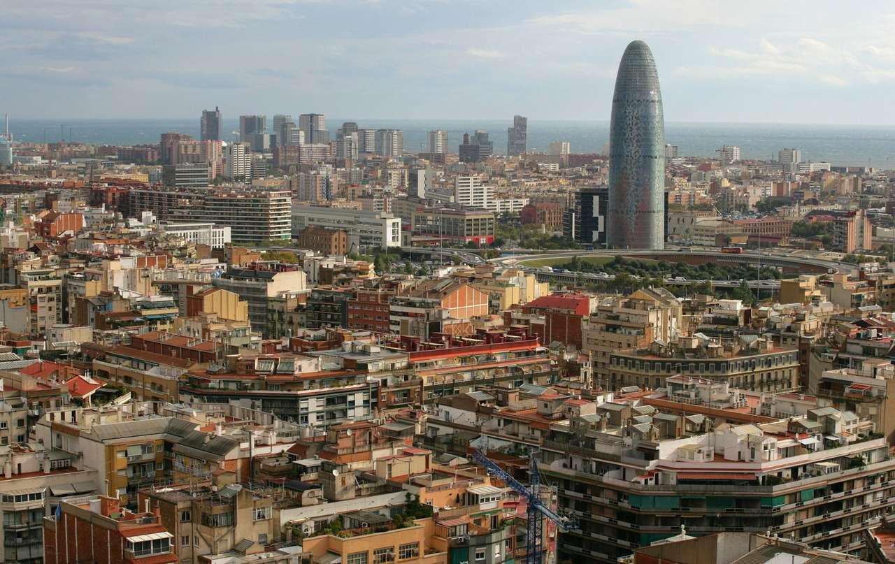 Barcelona (Hiszpania) - Barcelona to drugie co do wielkości miasto Hiszpanii. Położna jest w północno-wschodniej części kraju, nad Morzem Śródziemnym, na terenie wspólnoty autonomicznej - Katalonii, której jest st (13×4)