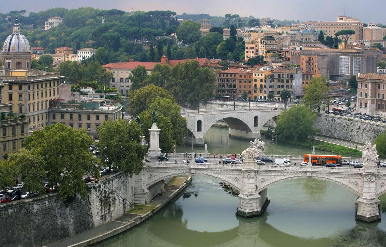Mosty na Tybrze (Włochy) - Widok na Tyber z Zamku Świętego Anioła w Rzymie (Włochy), w pobliżu Watykanu. Na pierwszym planie widoczny jest Most Wiktora Emanuela II. Tyber to trzecia co długości rzeka Włoch (17×10)