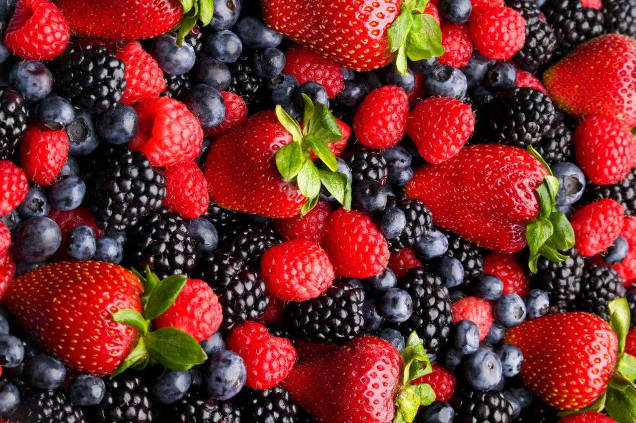 Pyszne owoce - Truskawki, maliny, borówki i jeżyny - bardzo smaczne i zdrowe owoce (16×11)
