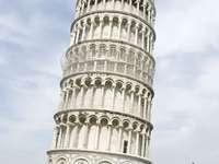 Krzywa wieża w Pizie (Włochy)