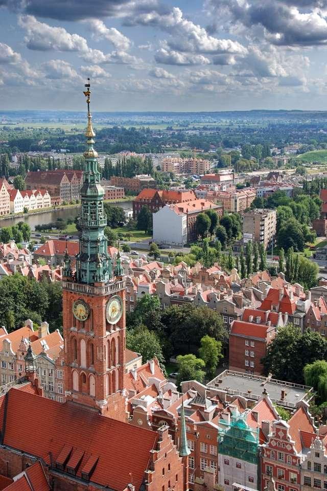 Ratusz Głównego Miasta w Gdańsku - Widok na gotycko renesansową wieżę Ratusza Głównego Miasta z Kościoła Mariackiego. Ratusz znajduje się na styku Długiego Targu i ulicy Długiej. Już od czasów średniowiecza, ratusz był si (10×15)