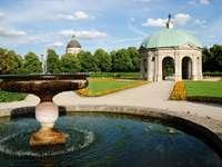 Fontanna w parku Hofgarten (Niemcy)