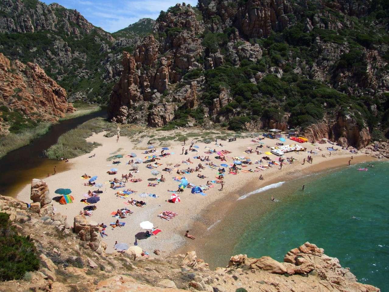 Plaża na Sardynii (Włochy) - Sardynia to należąca do Włoch, druga co wielkości na Morzu Śródziemnym, skalista wyspa. Ma ona nieco ponad 24 tysiące kilometrów kwadratowych powierzchni. Ceniona jest ze względu na piękne p (9×7)