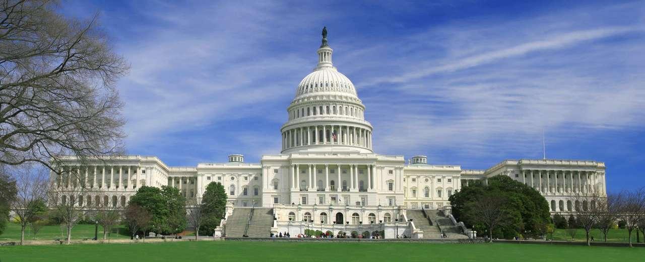 Kapitol (USA) - Siedziba Kongresu Stanów Zjednoczonych  to jeden z rozpoznawalnych na całym świecie symboli Ameryki. Budynek położony jest na Wzgórzu Kapitolskim w mieście Waszyngton (USA). Budowa Kapitolu roz (11×4)