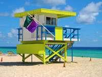 Wieża obserwacyjna na plaży w Miami (USA)