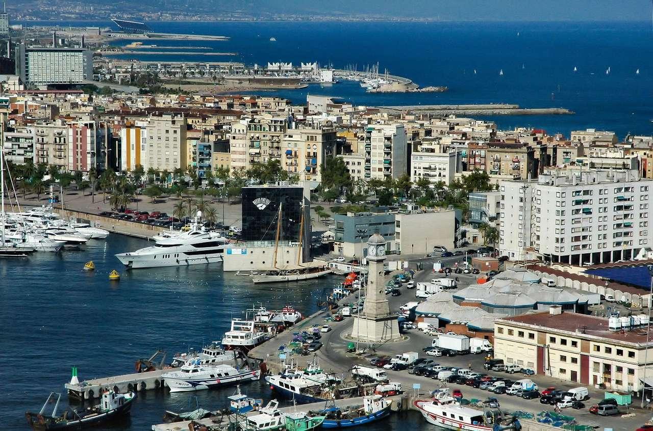 Port Vell w Barcelonie (Hiszpania) - Przed Igrzyskami Olimpijskimi w Barcelonie w 1992 roku Port Vell (Stary Port) był przemysłowym nabrzeżem, niedostępnym dla turystów. Dzięki odważnemu projektowi gruntownej przebudowy, miasto ot (14×9)
