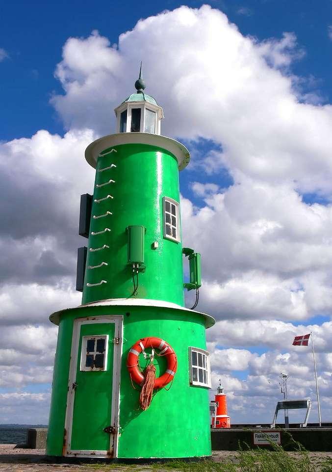 Latarnie w Elzynor (Dania) - Dwie latarnie morskie strzegą wejścia do portu w Elzynor. Miasto Elzynor (Helsingør) leży we wschodniej części Danii, na wyspie Zelandia, nad cieśniną Sund. Dzięki swojemu położeniu przy z (5×8)